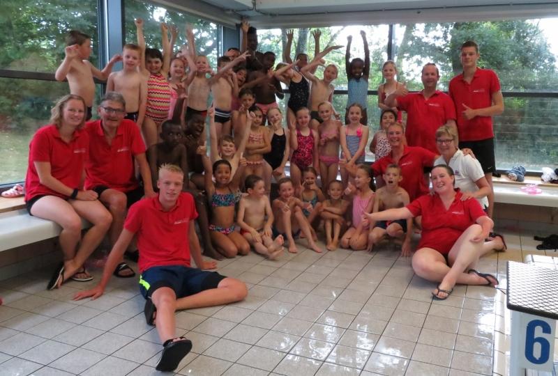 55f3b551fc95e7 34 kinderen geslaagd voor het diplomazwemmen - Nieuws ...
